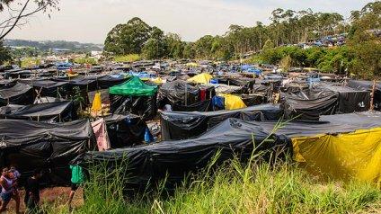 brasil-invasao-terreno-itaquera-20140507-001-size-598