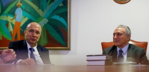 7jul2016---o-presidente-interino-michel-temer-participou-de-uma-reuniao-com-o-ministro-da-fazenda-henrique-meirelles-para-definir-a-meta-fiscal-de-2017-no-palacio-do-planalto-1467930077352_615x3